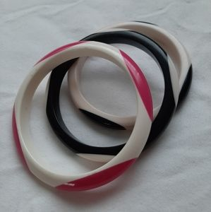 Jewelry - Vintage lucite bangles, set of 3